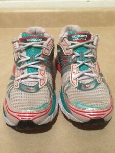 Women's Saucony Triumph 8 Running Shoes Size 9.5 London Ontario image 4