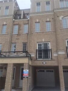 Town house for rent - Conlin / Sincoe Sin