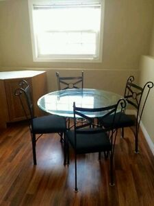 female brock student 1 room May 1st  summer rate avilable