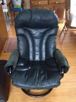 Beautiful dark green leather chair / office chair