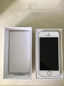 UNLOCKED 32GB White iPhone 5S in Perfect Condition