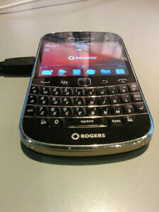 BlackBerry Bold 9900 - (Black) Rogers Smartphone