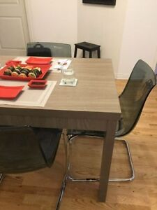 Superbe table grise Structube 4 places