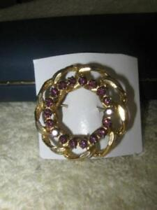 2 EYE-CATCHING OLD VINTAGE GOLDTONE GEMMED BROOCHES