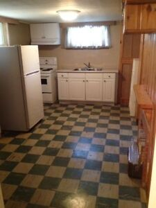 Private Room w/ Kitchen & Bath - Whyte Ave / University