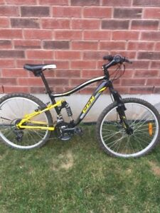 CCM static mountian bike - like new (age 12 and up)