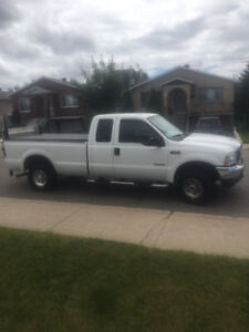 2004 Ford F-250 Pickup Truck 6.0L tres bonne condition !!!