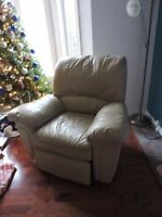 Leather 3 seat recliner  sofa/couch  With lazy Boy