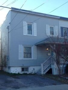 3 Beds Student Apartment For Rent- 620 Victoria Street Kingston Kingston Area image 10