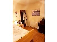 Great Double Room In House 2 mins. From The Oracle