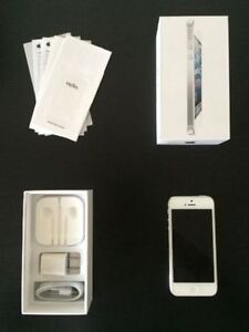 White IPhone 5,16Gb. Brand NEW Condition. Locked to Fido