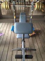 Bench Press avec poids libres et haltères