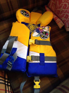 Maui and sons Life Jacket - pick up today