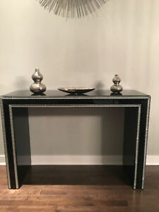MINT CONDITION ENTRANCE TABLE DISPLAY