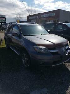 2006 Mitsubishi Outlander SE RUNS GREAT NEEDS REAR TRANSMISSION