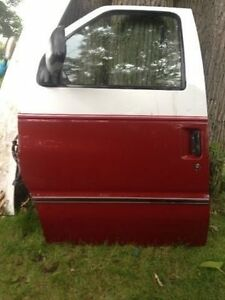 Clubwagon - Econoline - doors,hood, grill & assembly London Ontario image 7