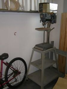 Drill Press with stand / Perceuse à Colonne