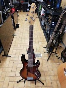 BELLE BASSE LINE 6 TOP SHAPE SEULEMENT 499.95 $ ET BELLE FENDER STRATOCASTER MEXICAINNE 299.95 $