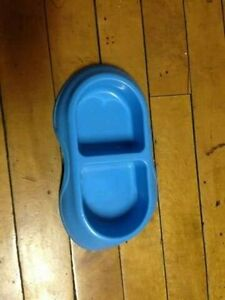 Blue feeding dish