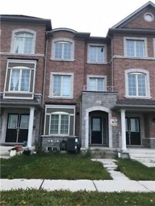 STUNNING TOWNHOME IN MARKHAM!!!!!!