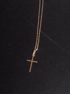 Beautiful 10k gold necklace with Cross