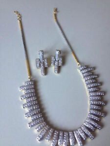 Gorgeous  silver necklace/ earrings!