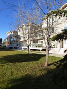 NEWER TOWNHOUSE - MOVE IN READY - QUICK POSSESSION!