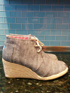 Size 10 Toms wedge shoes