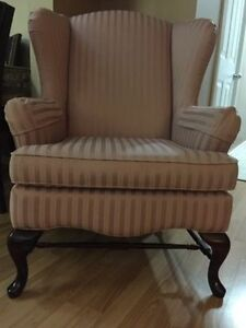 Gorgeous & Comfy Wing Chair/Like New Kitchener / Waterloo Kitchener Area image 1