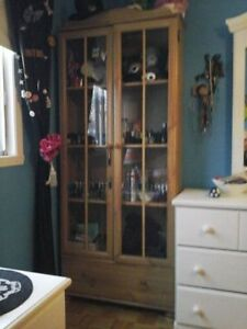 Like New! Curio Cabinet With Shelves & Drawer