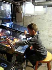 Looking for a pinball machine London Ontario image 3