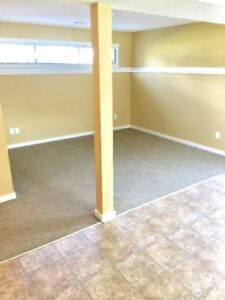 Bright Clean 1 Bedroom Suite * Washer, dryver + covered parking