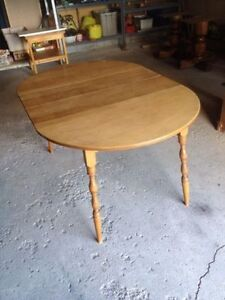 Round OR Oval kitchen/dining table 2 leafs
