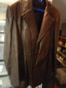 VINTAGE MEN'S LARGE BROWN SOFT LEATHER BUTTON-UP COAT