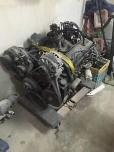 1995 Chevy TBI 350 with wiring harness and accessories