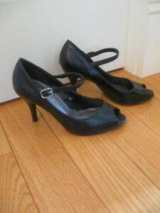 """LADY'S DRESSY BLACK LEATHER 3 1/4"""" HEELED OPEN-TOED PUMPS"""