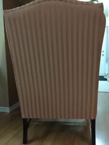 Gorgeous & Comfy Wing Chair/Like New Kitchener / Waterloo Kitchener Area image 4