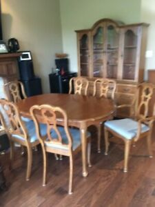 Knechtel Dining Room set c/w Table, 6 Chairs, Buffet & Hutch