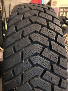 Goodyear Ultra Grip 205/70R15 COMME NEUF
