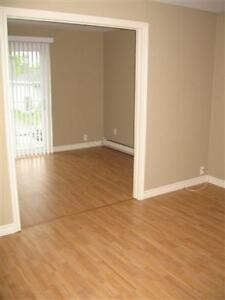 Very Nice 2 Bed Apt, Aug 1st, Mapleton Rd, All Inclusive!!