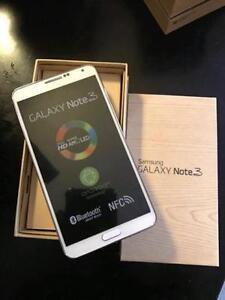 Cellulaire Samsung Galaxy Note 3 NEUF ET DEBLOQUER **disponible en blanc et noir**