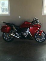 2010 Honda VFR 1200 W/ Factory Luggage 7800 kms WOW $ 9,900
