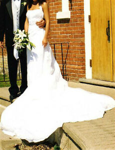Gorgeous Halter Wedding Gown with Detachable Train