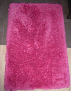 Hot pink shag rug in good, clean condition