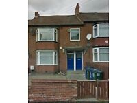 BENWELL | R22 | 3 Bedrooms | ON STREET PARKING AVAILABLE | Private Back Yard | Long Term Only