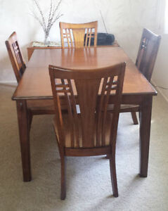 *PRICE DROP*> Dining Suite, table & six (6) chairs.