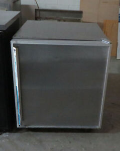 COMMERCIAL UNDER COUNTER FREEZER