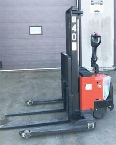 Electric pallet stacker BT