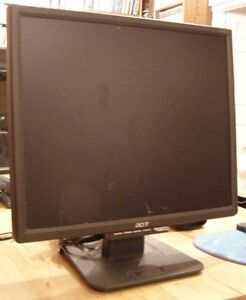 Monitor - Acer and box of cables
