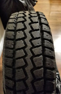 Like new 4 215/70/16 snow tires
